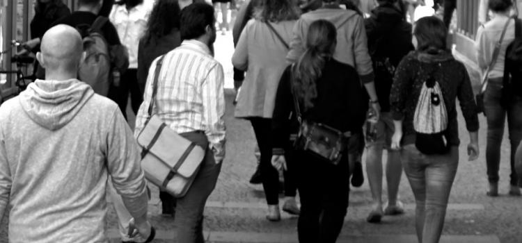 Caminhadas: benefícios e cuidados a ter
